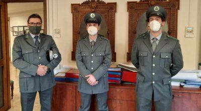 Il comandante Ferrari con i due nuovi agenti